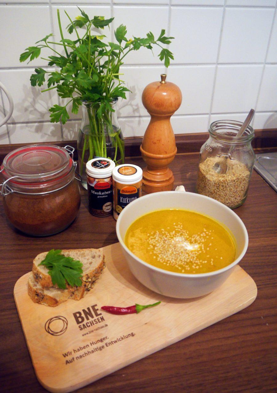 Kürbis-Special: Rezeptvorschläge für ein nachhaltiges Halloween und andere Herbsttage #Folge 1: Der Klassiker – Kürbissuppe (mit Kokosmilch)